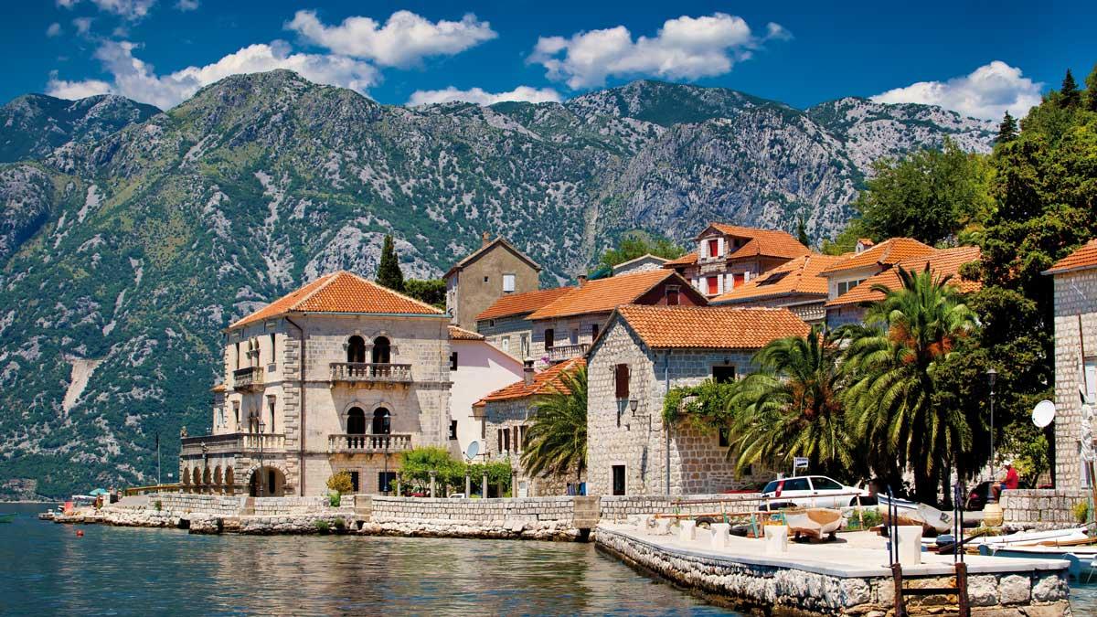 Häuser Landschaft mit Blick auf die Berge