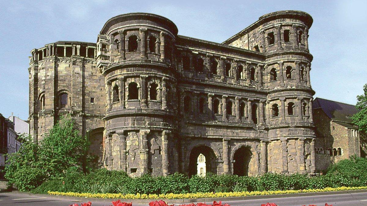 Ansicht auf Porta Nigra in Trier
