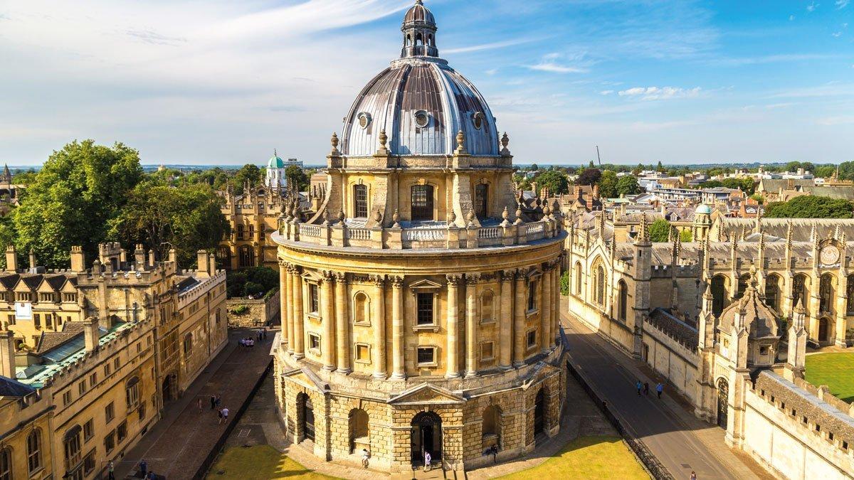 Klassenfahrt nach Oxford zum Fachprogramm MINT mit Blick auf die Bodleian Library