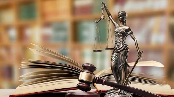Justitia-Statue - wir stehen für Ihr Recht ein