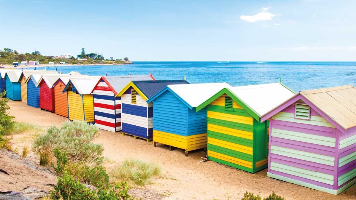 Bunte Strandhütten am Strand von Brighton