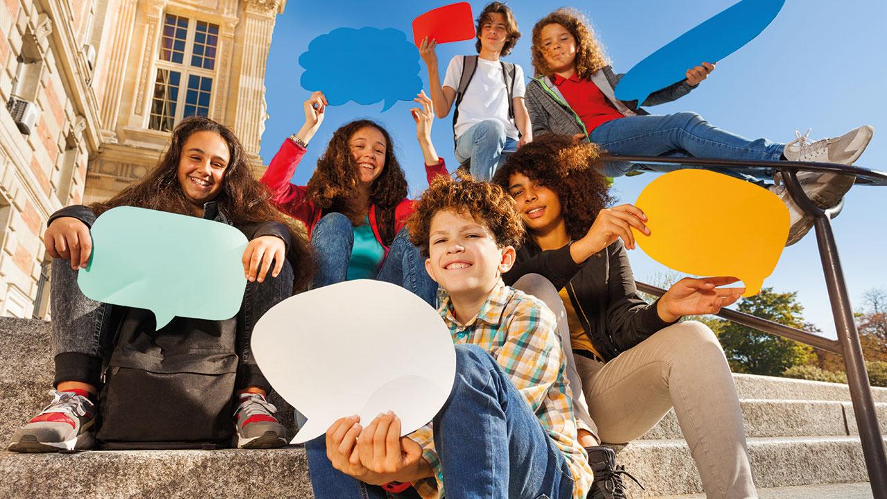 Jugendliche mit Sprechblasem