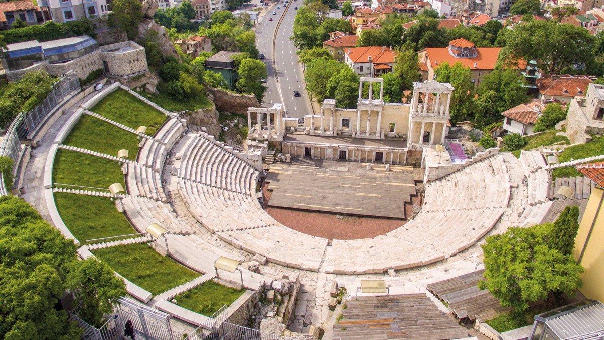 Blick auf das Amphitheater in Plovdiv aus der Vogelperspektive