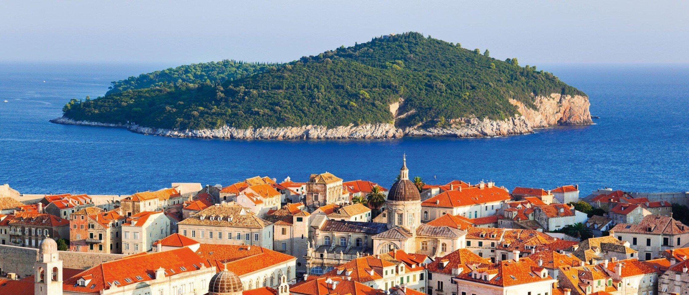 Kroatische Stadt mit Insel