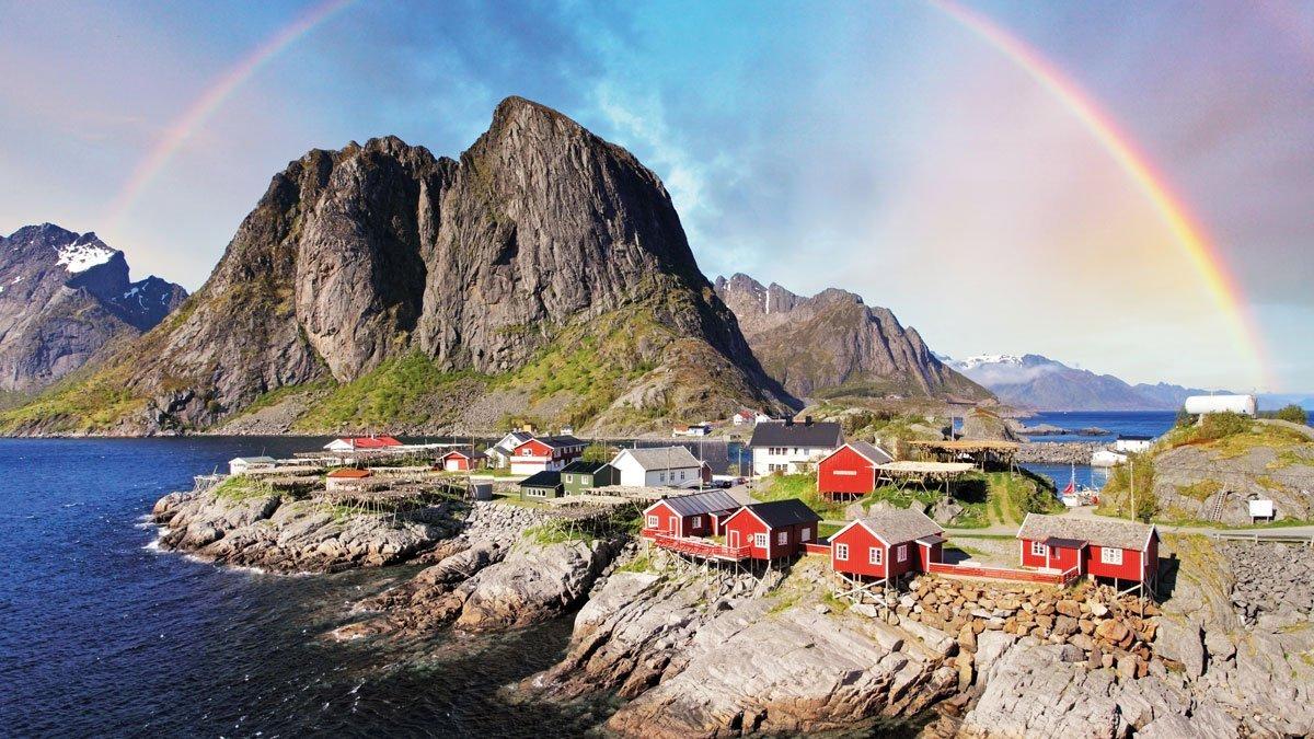Regenbogen über den Lofoten