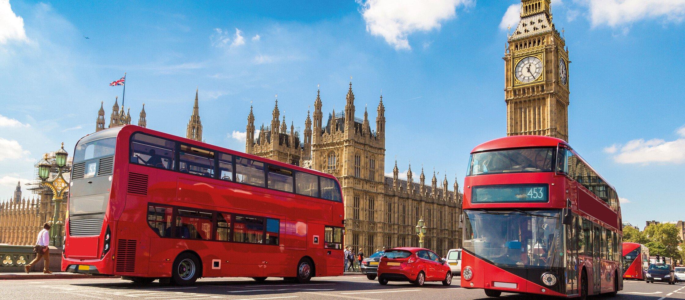 Rote London-Busse vor dem Big Ben