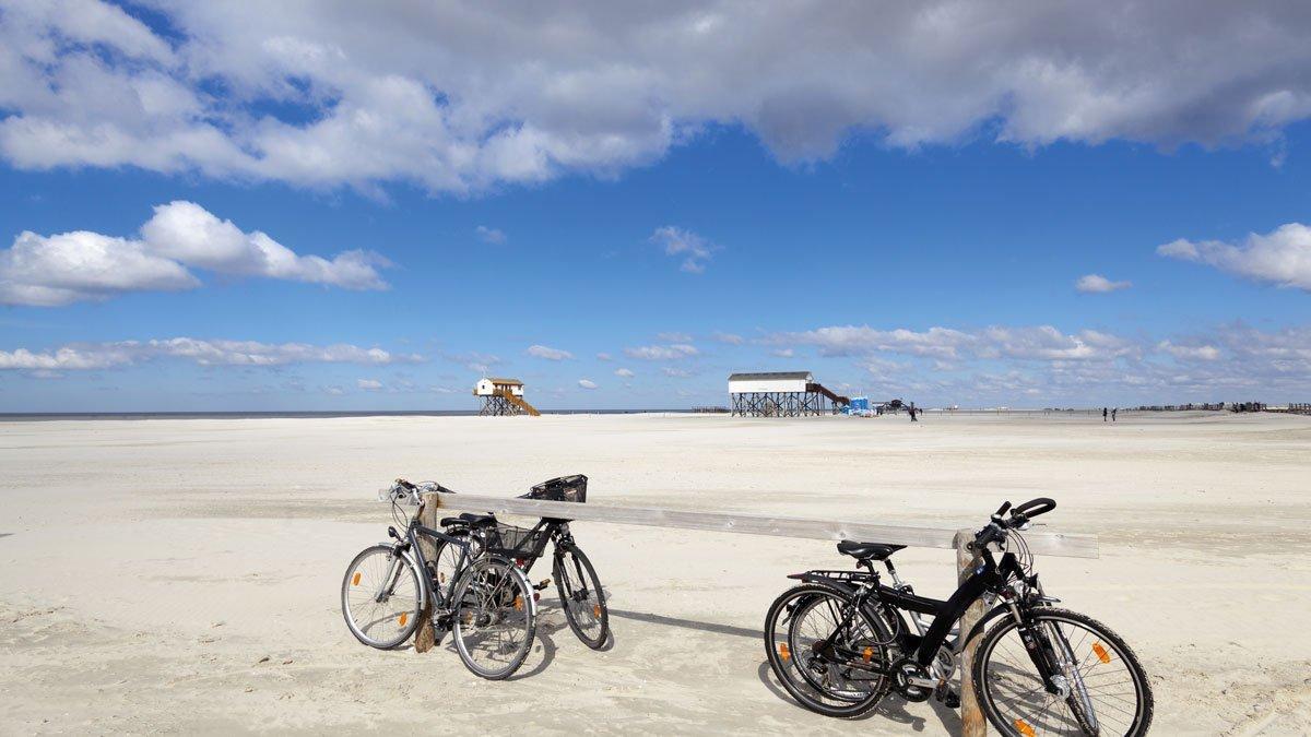 St. Peter Ording - Fahrräder am Strand