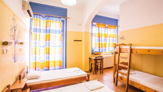 Student & Travellers Inn