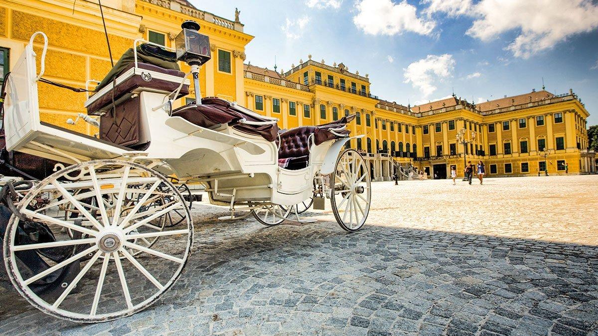Fiaker vor dem Schloss Schönbrunn