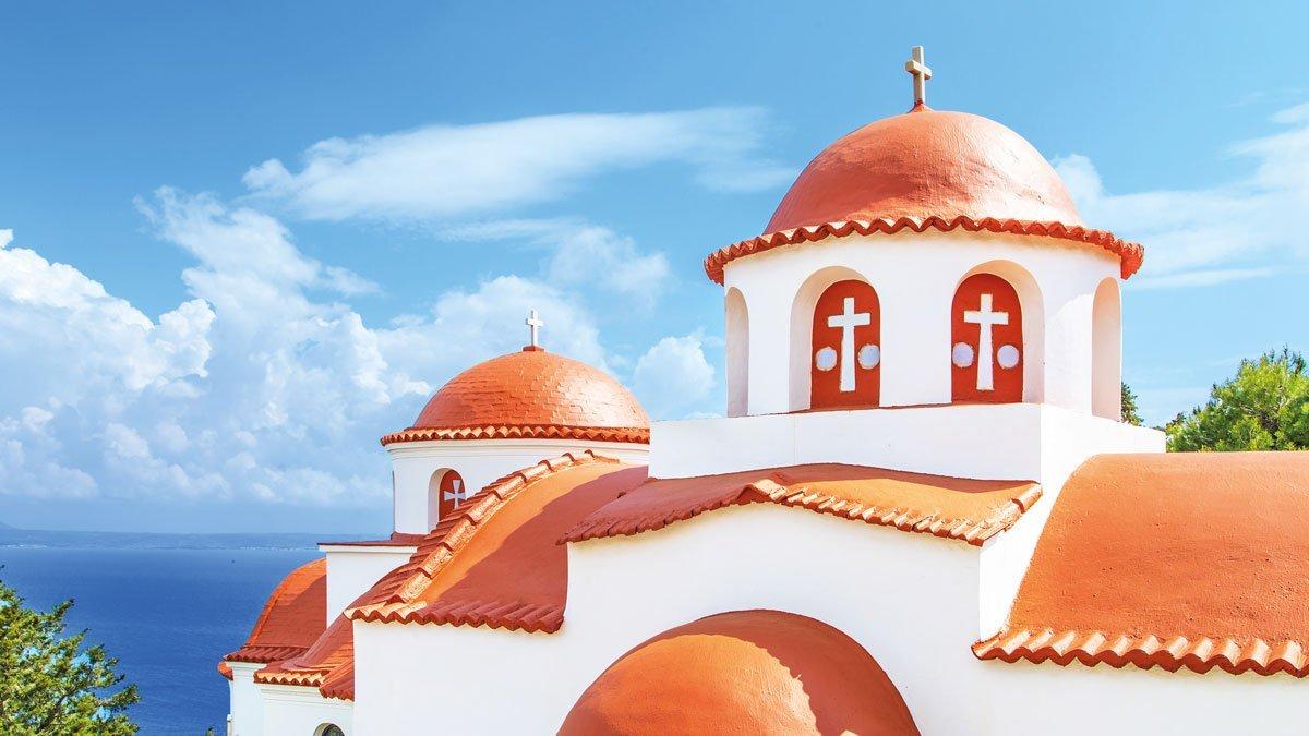 Blick auf eine schöne Kirche in Zypern