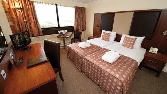 Erskine Bridge Hotel & Spa Surrey 200 Ltd