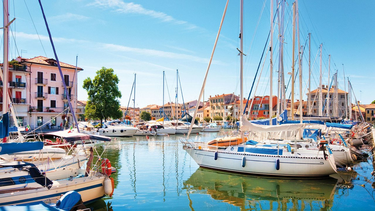 Schiffchen im Hafenbecken