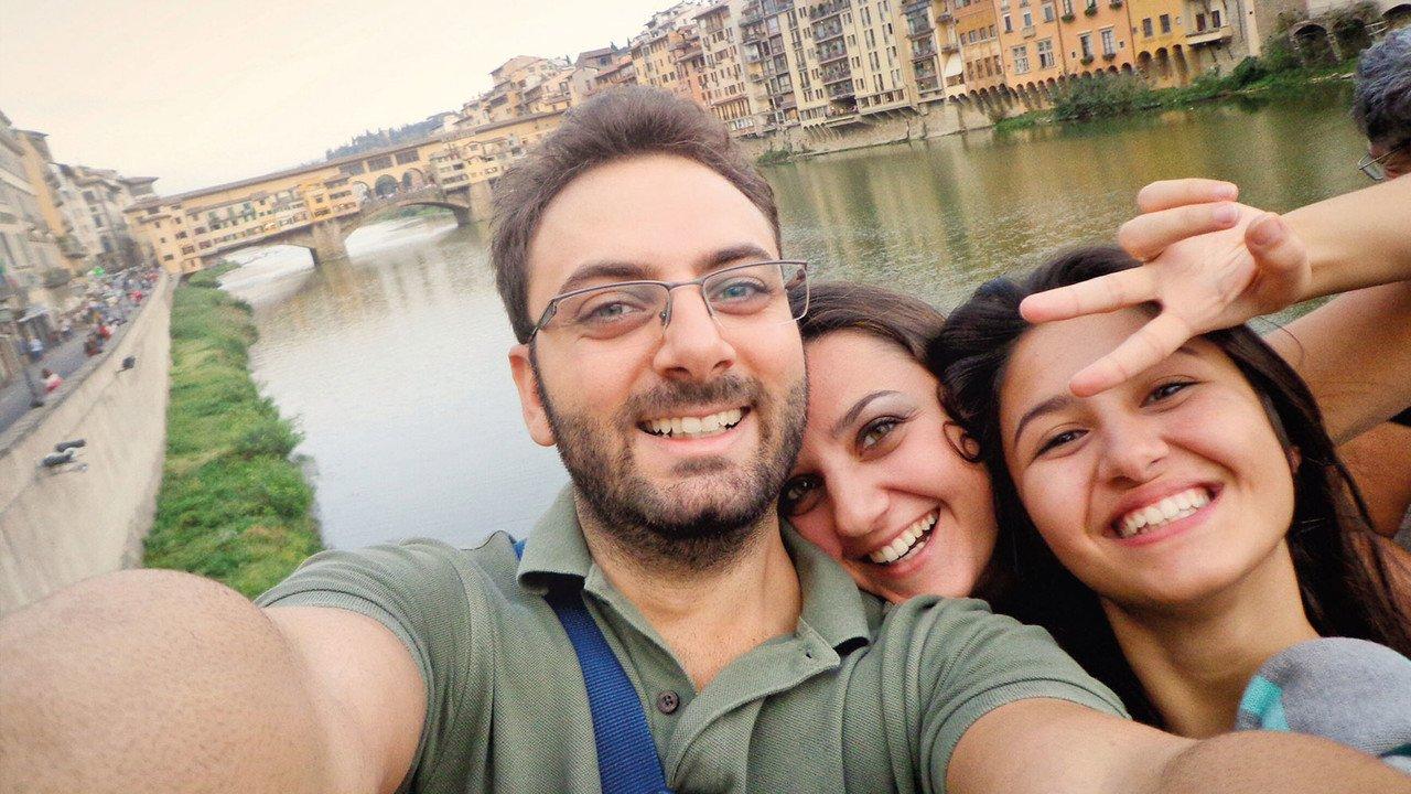 Gruppe auf Arno in Florenz