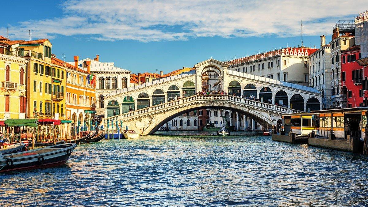 Ausblick auf die Rialtobrücke in Venedig