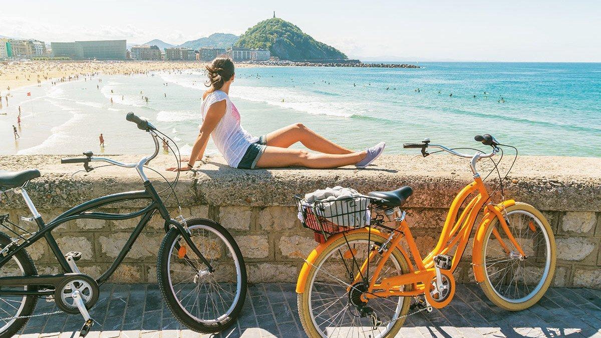 Mädchen am Strand von San Sebastian