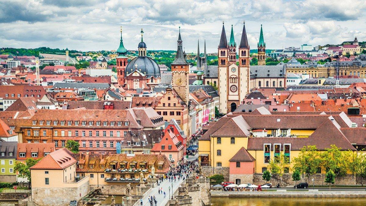 Der historische Stadtkern Würzburgs aus der Vogelperspektive