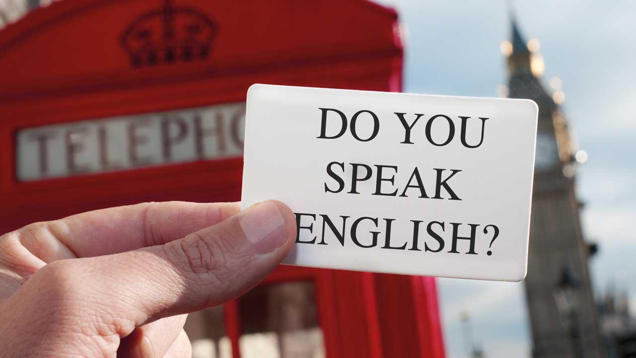 """Vor Telefonzelle Zettel mit """"Do you speak English?"""""""