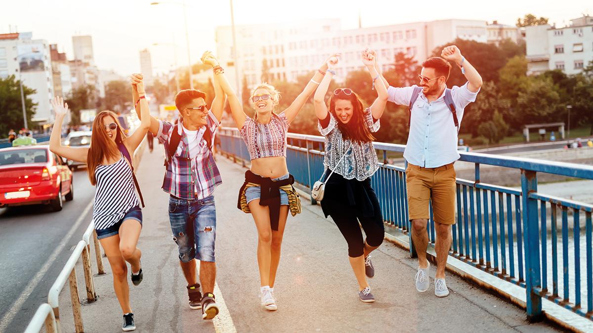 Jugendliche Spaß auf der Brücke