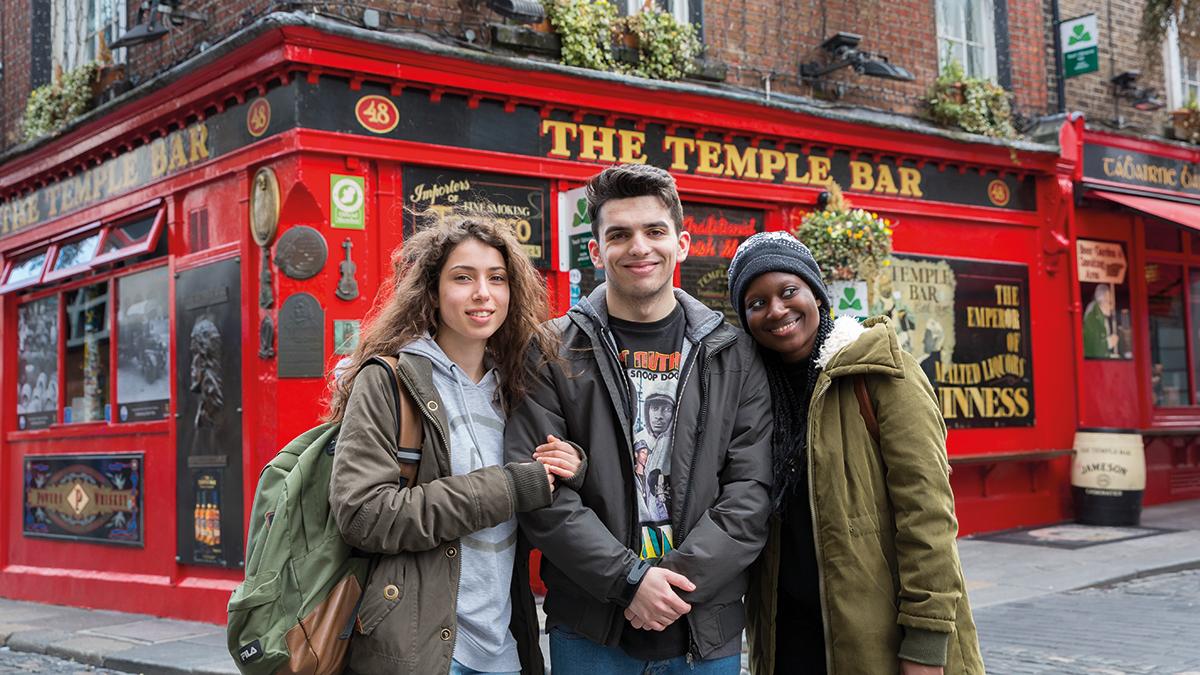 Schülergruppe vor Temple Bar