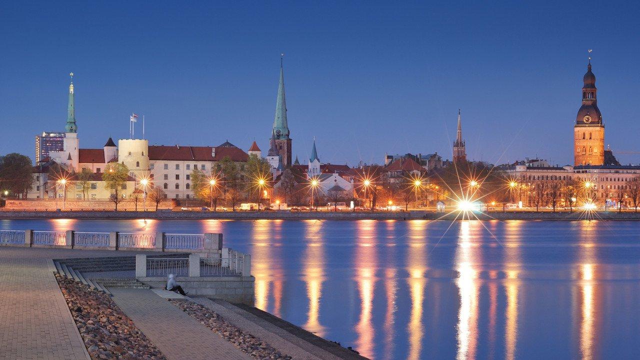 Stadtansicht Riga bei Nacht