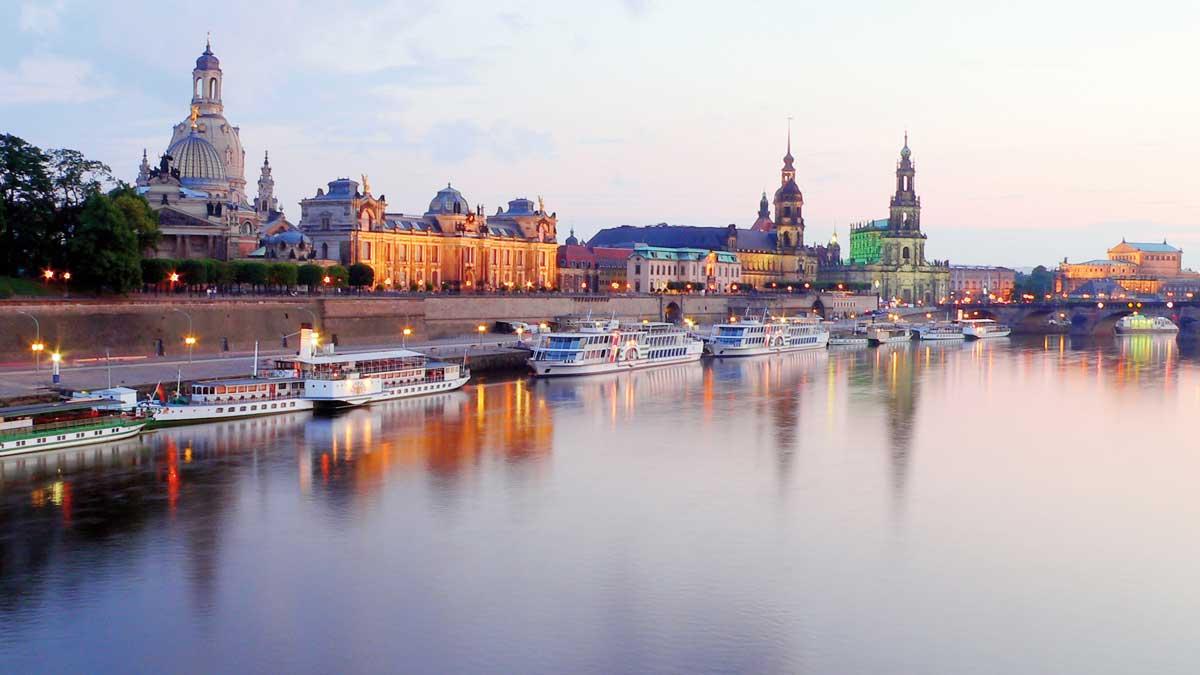 Blick auf Dresden vom Wasser aus