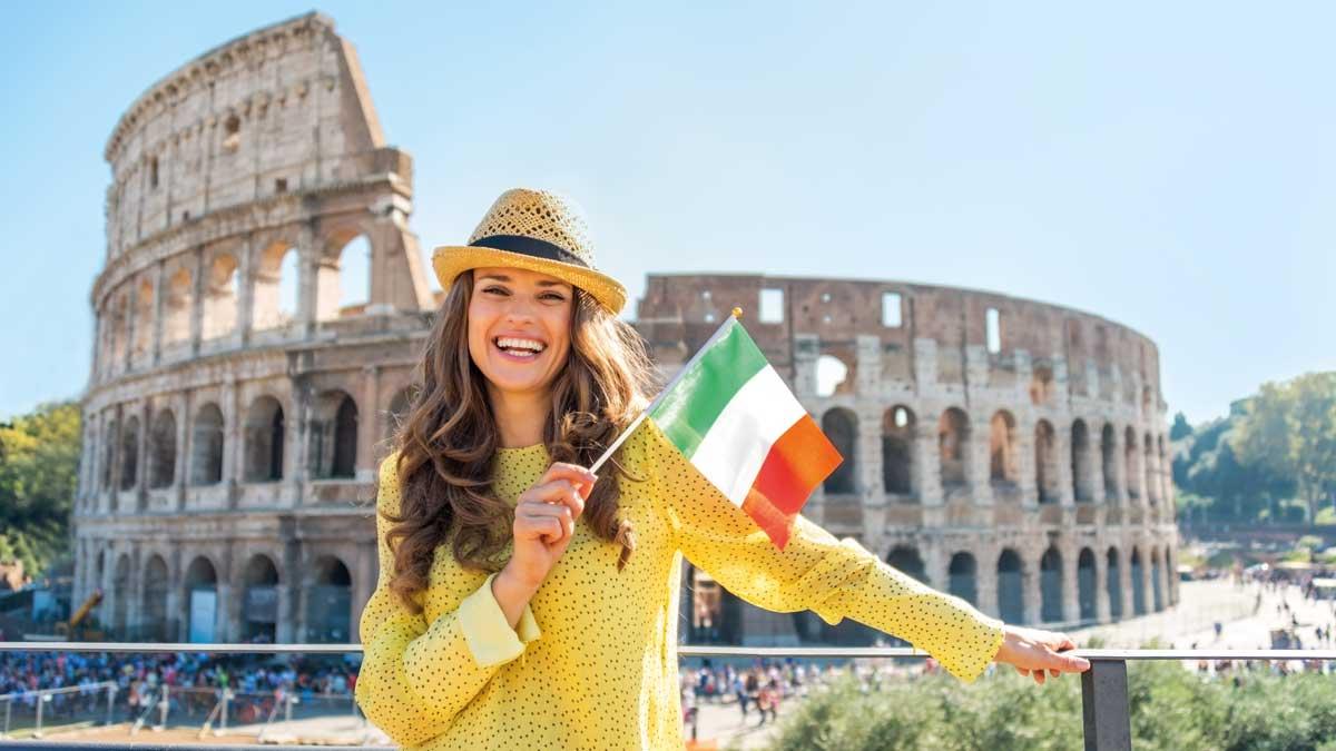 Schülerin vor dem Kolosseum in Rom