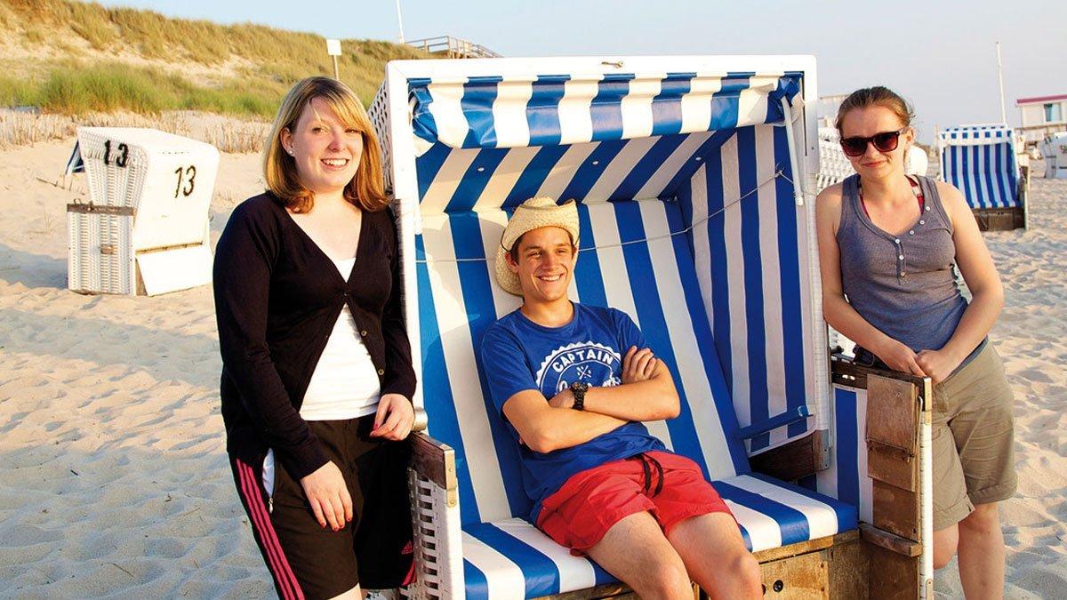 Strand und Meer auf Sylt mit 3 Jugendlichen im Strandkorb