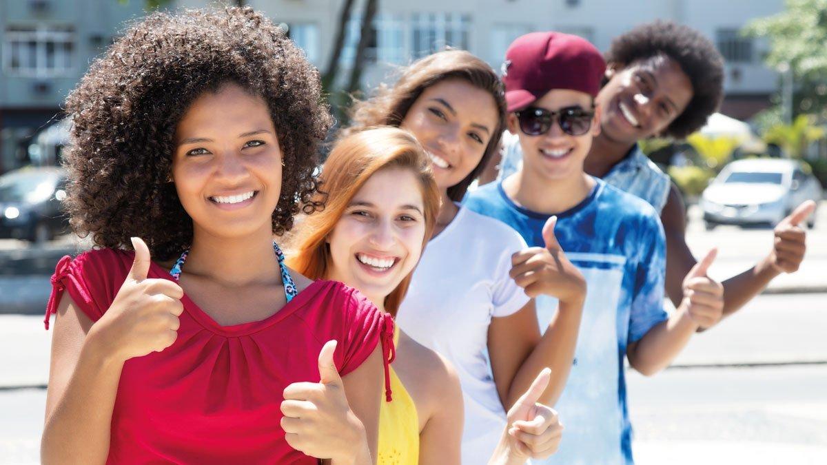 Jugendliche Daumen hoch