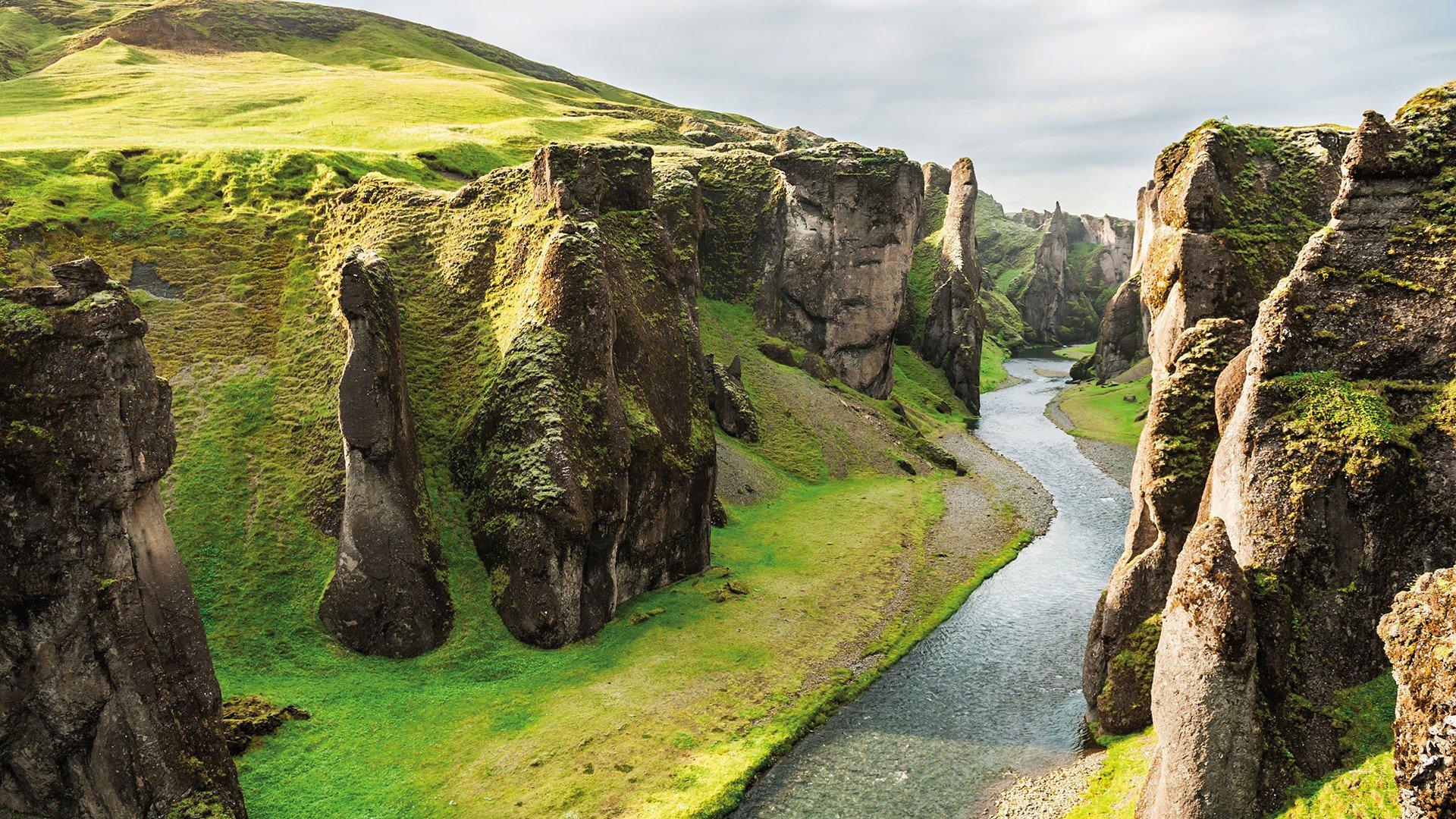 Schlucht auf Island grün