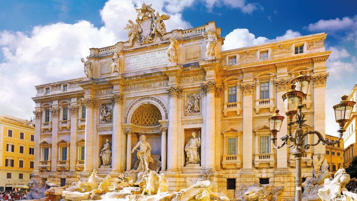 Blick auf den Trevi Brunnen in Rom