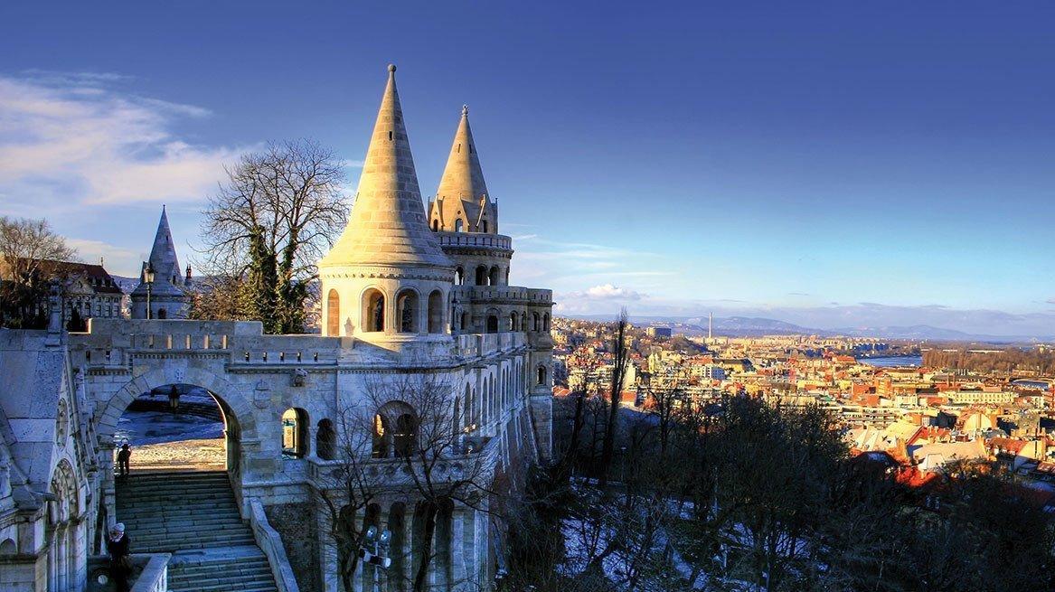 Fischerbastei mit Blick auf Budapest