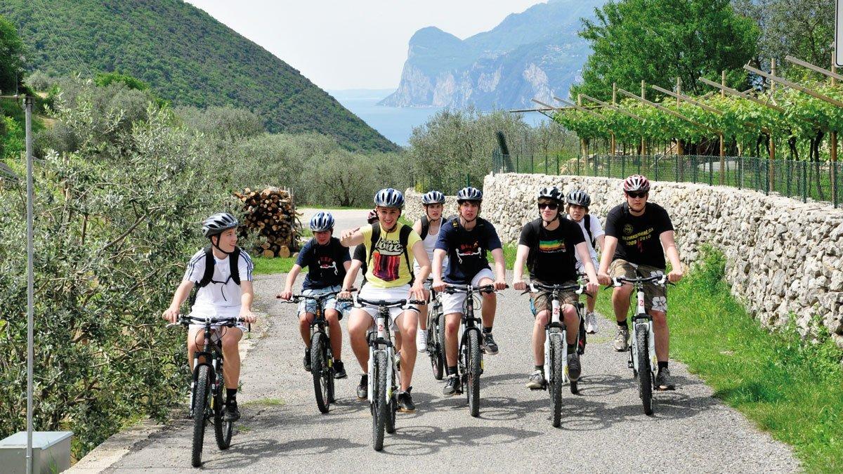 Schüler unterwegs mit dem Rad