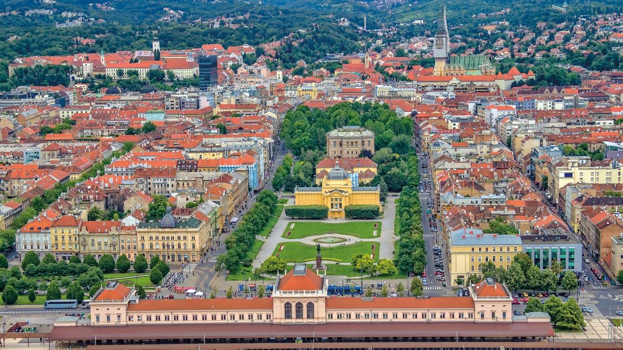 Blick aus der Vogelperspektive auf das grüne Hufeisen in Zagreb
