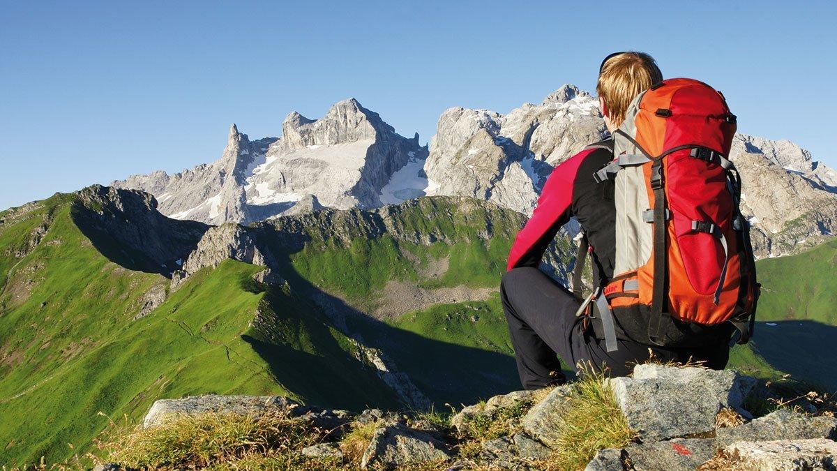 Wanderer auf einem Berg in Südtirol