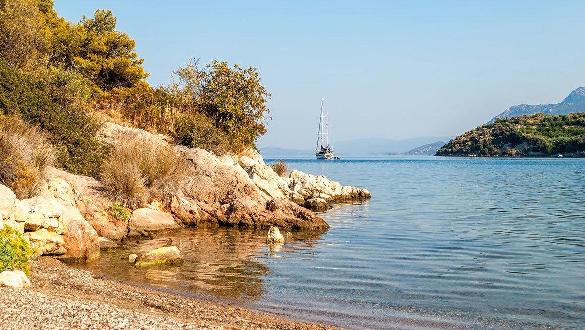 Der Strand von Palaia Epidaurus in Peloponnes