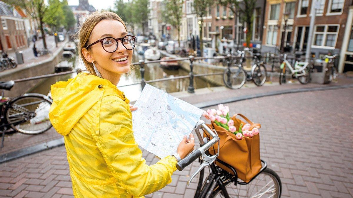 Mädel auf dem Rad in Amsterdam