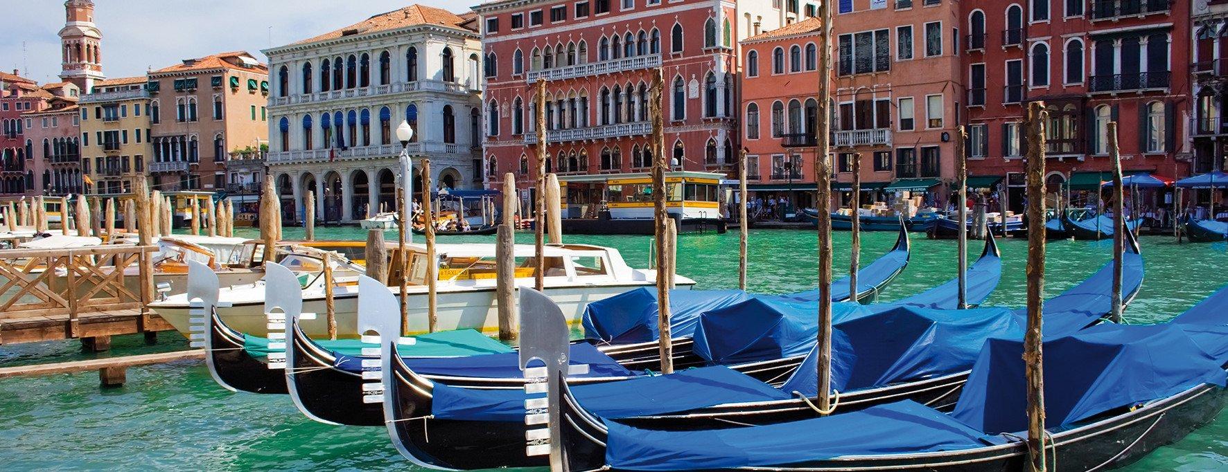 Venedig mit Booten und Kanal