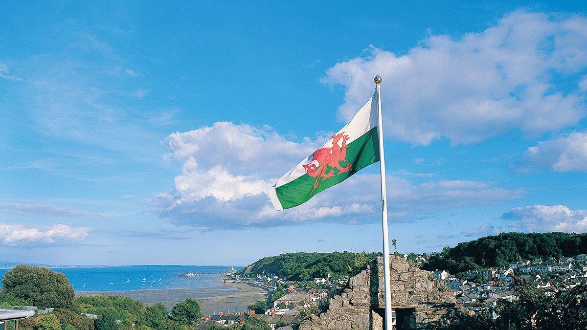Flagge im Wind von Wales