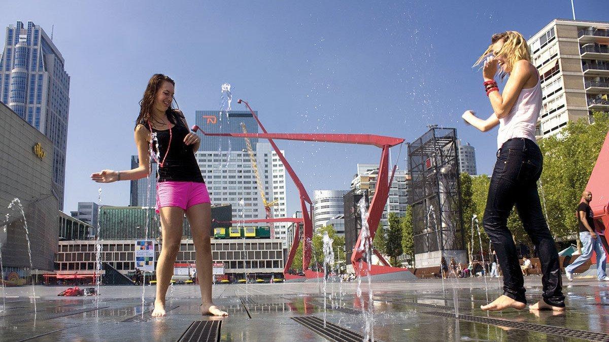 Alberne Mädels in Rotterdam