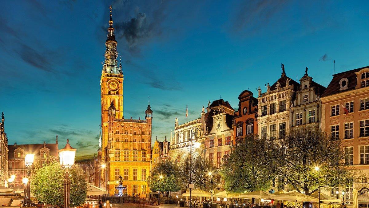 Danzig mit schönem Renaissance Gebäude in der Abenddämmerung