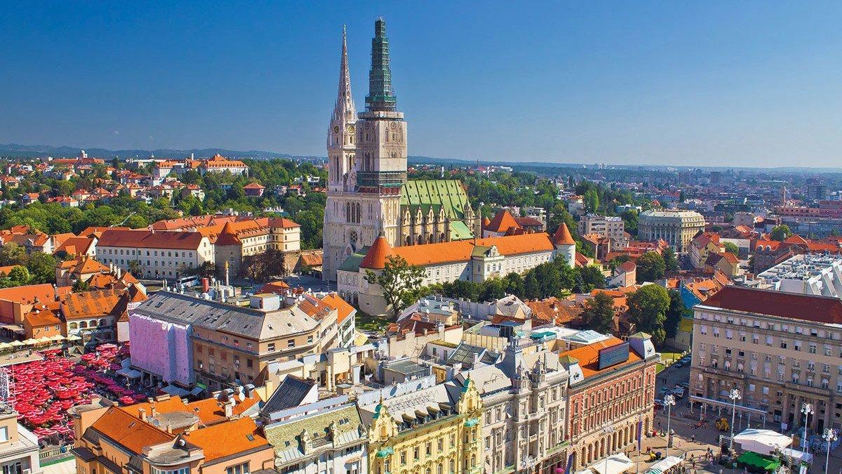 Klassenfahrt Zagreb Innenstadt mit Kathedrale aus der Luft