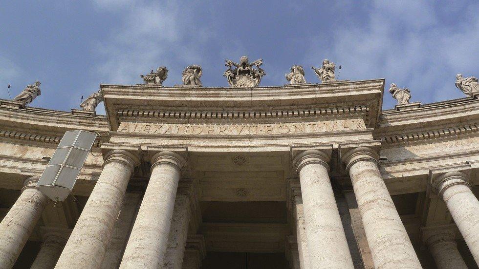 Das Portal des Petersdoms