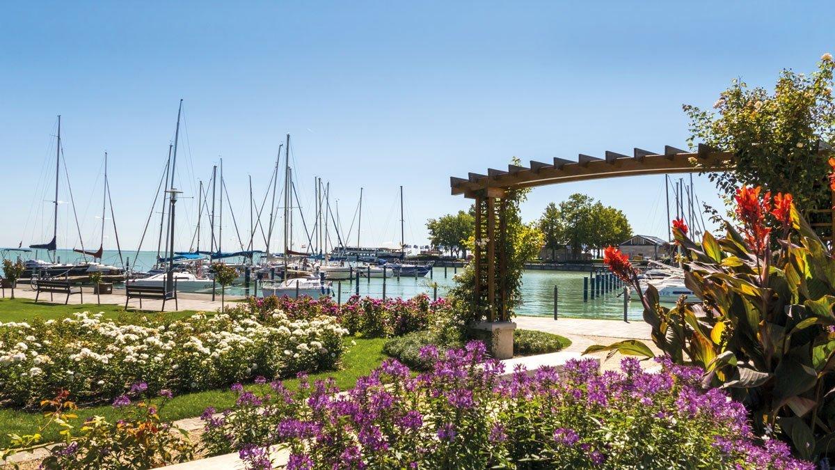 Blick auf den Hafen Balatons in Ungarn