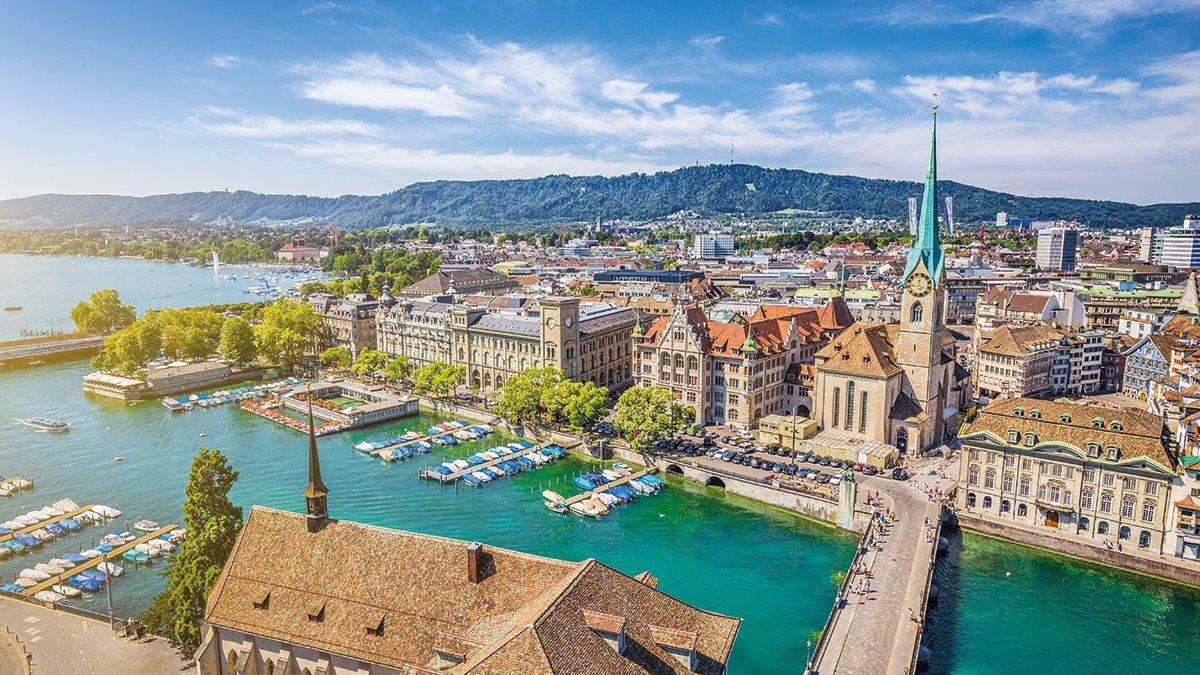 Zürich Stadtansicht vom Wasser aus