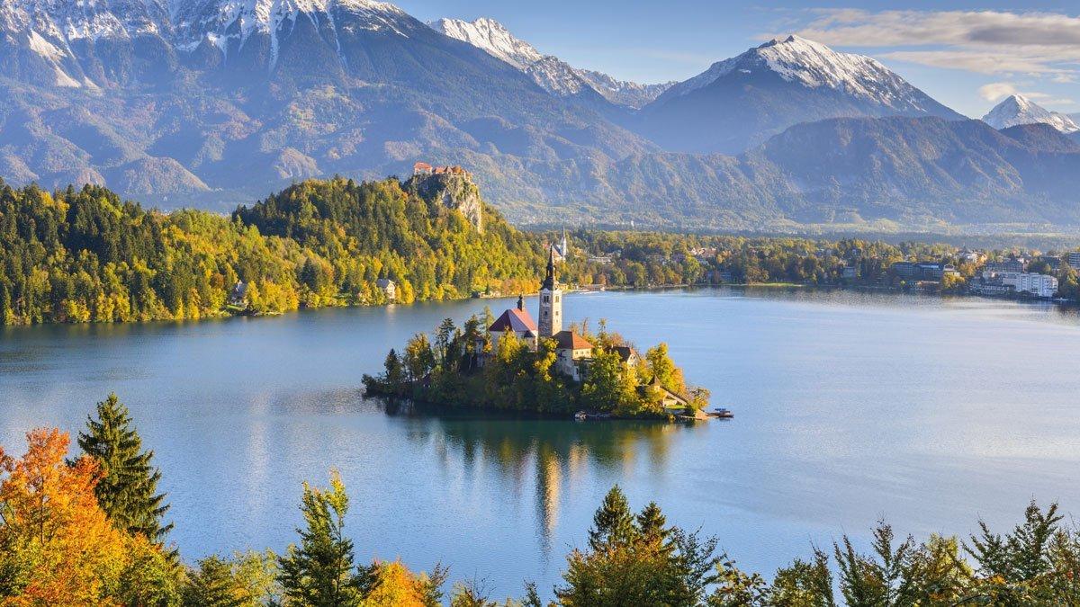 Blick auf den schönsten See Sloweniens in Bled