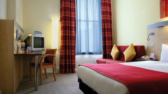 Ibis Hotel Edinburgh Centre South Bridge oder Royal Mile★★★