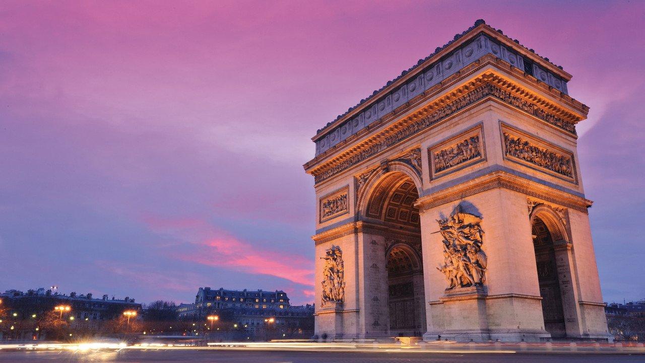 Triumphbogen in Paris bei Sonnenuntergang