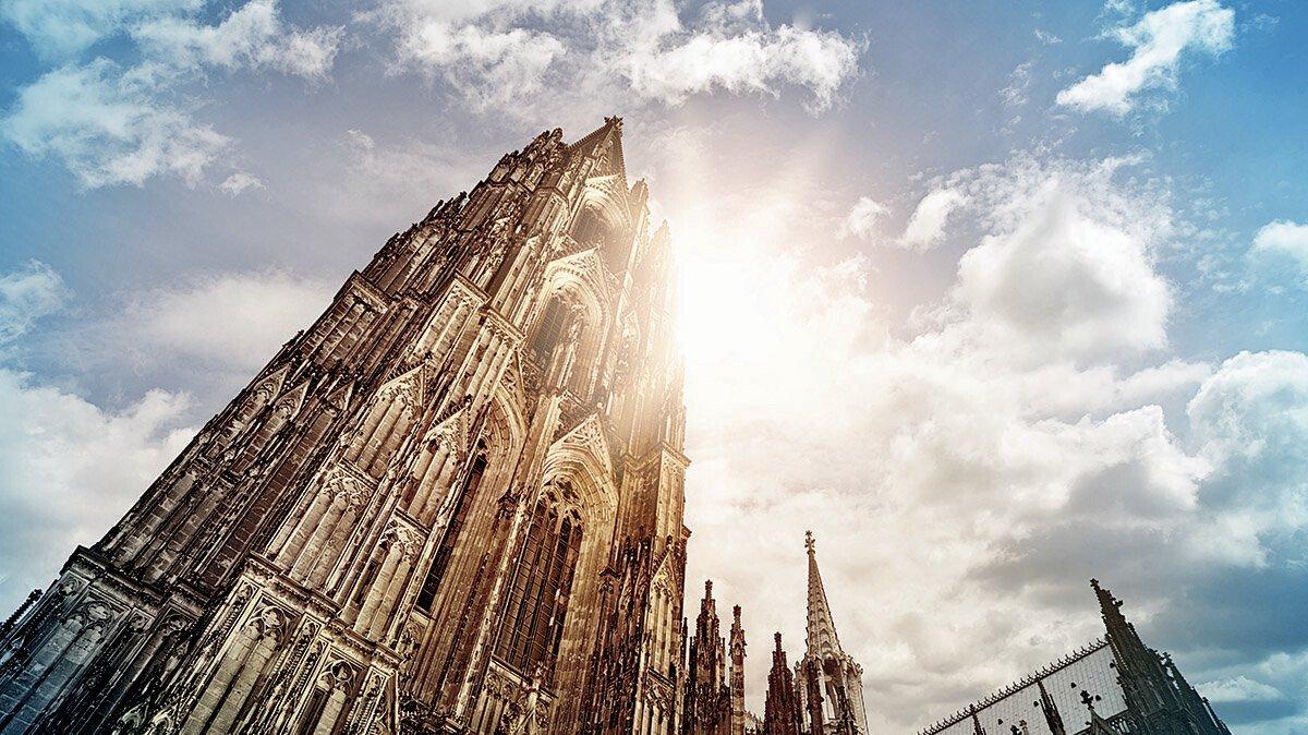 Kölner Dom von unten photographiert