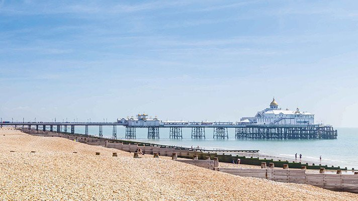 Panormaaufnahme vom Pier in Eastbourne