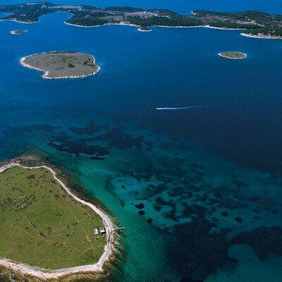 Schifffahrt vor der Südspitze Istriens